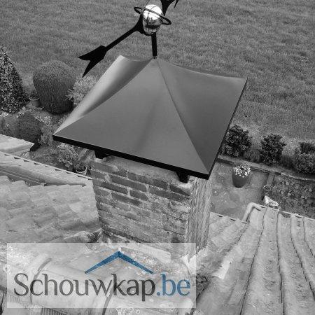Getoogde schoorsteenkap met windwijzer!