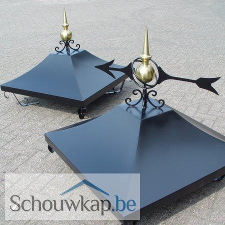 Twee zadeldak schoorsteenkappen met ornamenten!