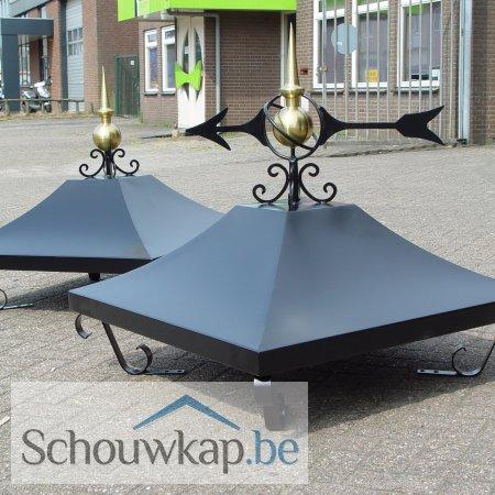 2 zadeldak schoorsteenkappen met krulpoten en één met windwijzer en één met ornament